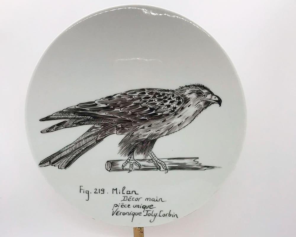 Aigle sur disque de Véronique Joly-Corbin - Dessinatrice à la plume sur porcelaine