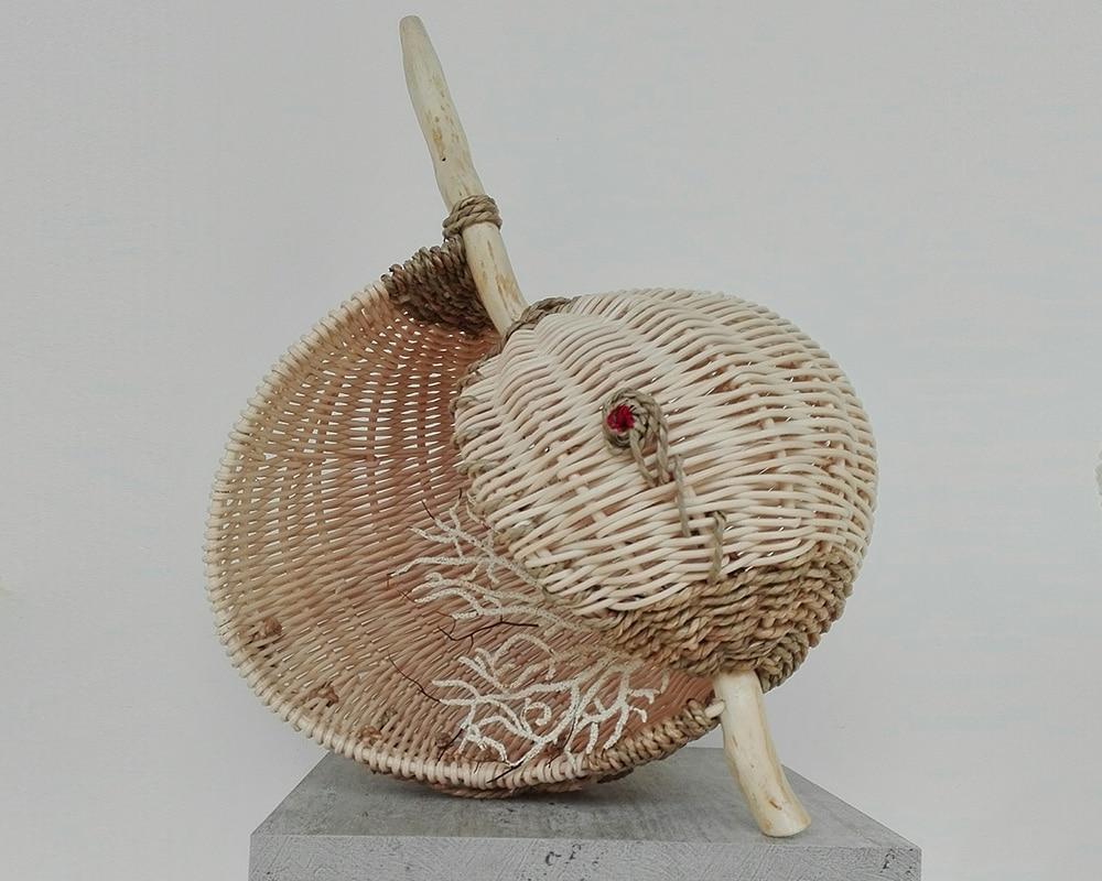 Sculpture en rotin COQUILLAGE de Pascale Germain Artisan vannier - Saulée Vannerie en Ile de France