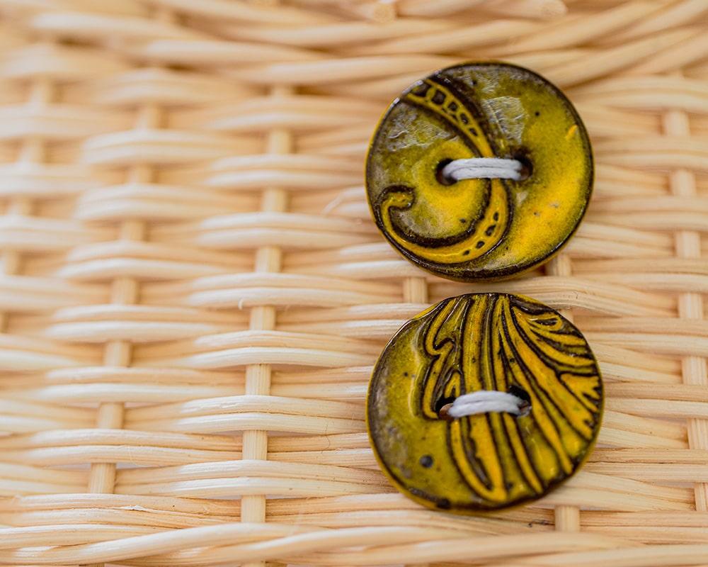 Détail des boutons du panier en osier La Ptite Dodue réalisée par Saulée Vannerie - Pascale Germain Artisan vannier en Ile de France