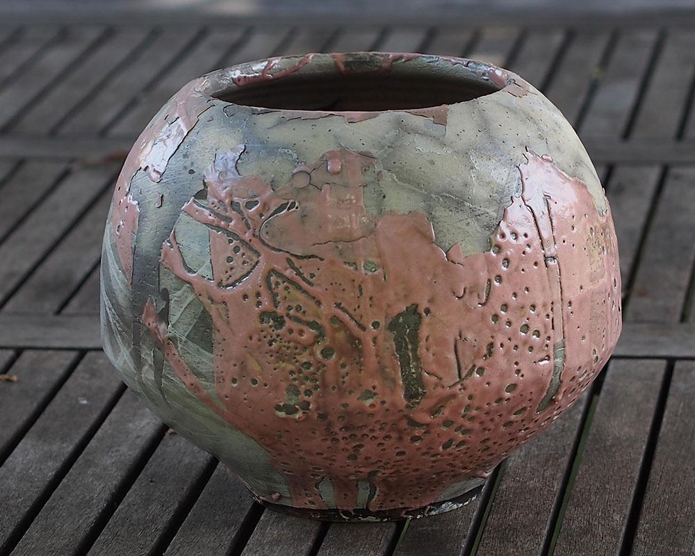 Vase rose en grès technique raku d'Olivier Fisbach