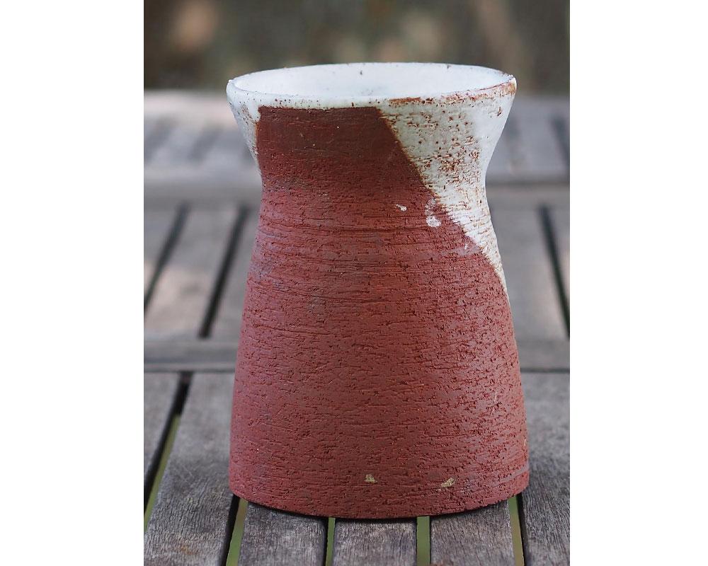 """Vase """"Wabi"""" en grès rour et blanc d'Olivier Fisbach"""