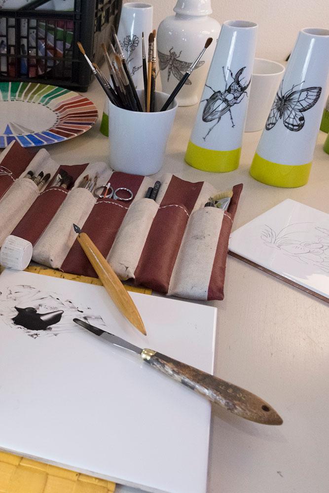 Véronique Joly-Corbin - Dessinatrice à la plume sur porcelaine