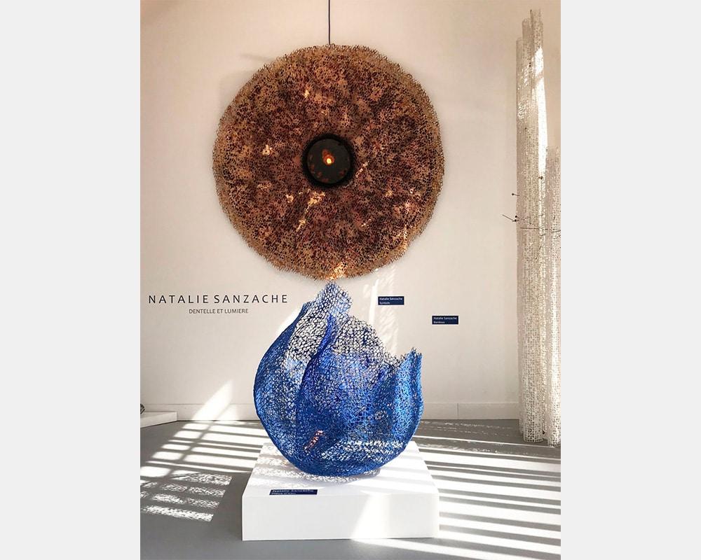 """Sculpture """"Symbole"""" en dentelle de neptune et béton coquille"""
