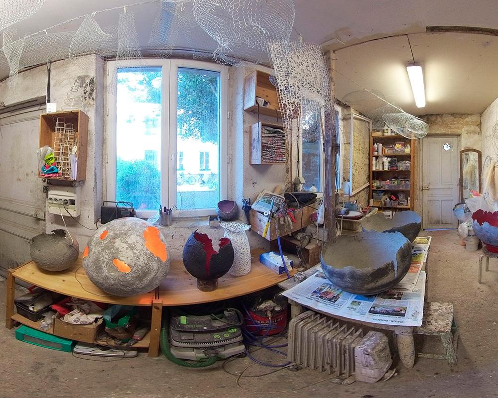 Atelier de la sculptrice de béton Natalie Sanzach