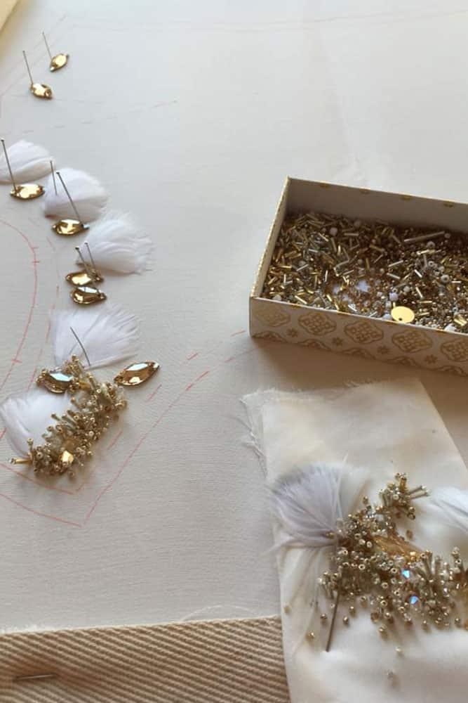 Broderie sur robe de mariée de Julia Gruber - Ennoblisseuse Textile et Brodeuse d'art - Paris