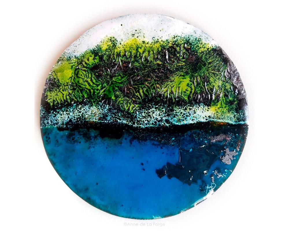 """Disque d'art d'émail """"Escale dans la Mangrove"""" d'Anne De La Forge émailleur"""