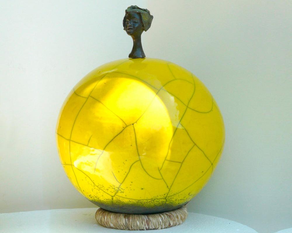 "Sculpture féminine ""AHOU"" en Raku de Marion Gayraud"