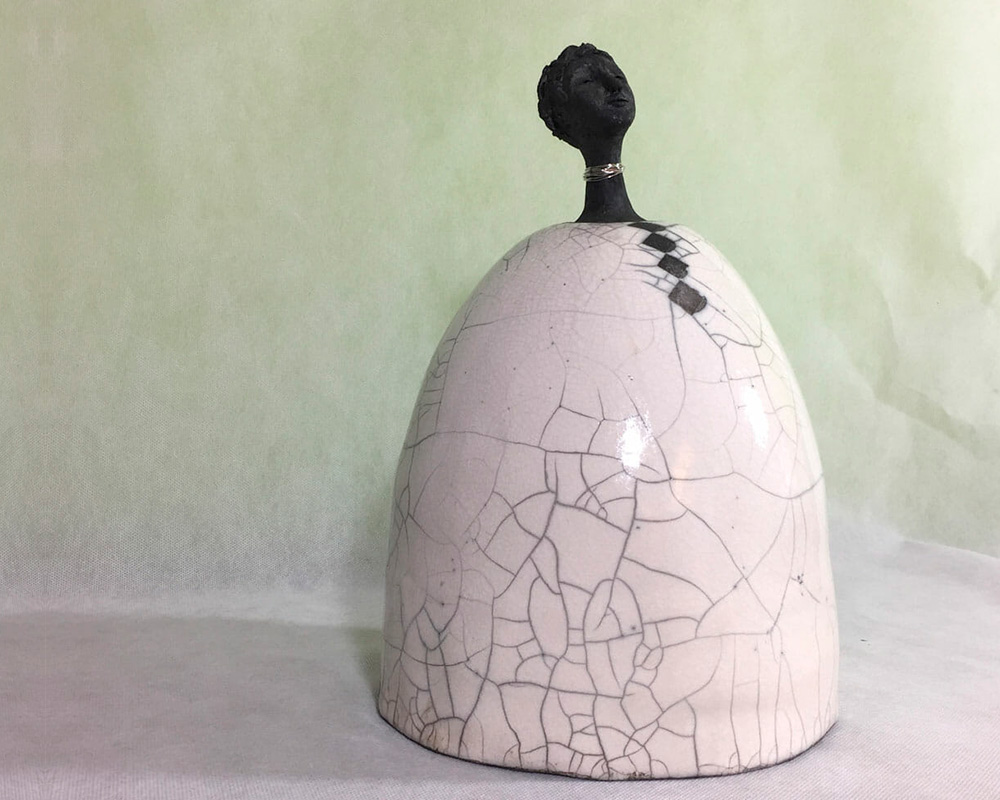 "Sculpture féminine ""BLA"" en Raku de Marion Gayraud"