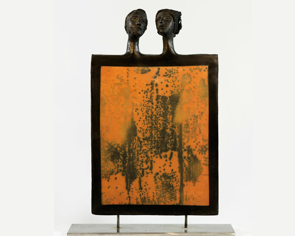 "Sculpture d'un couple ""DOGON"" en Raku nu de Marion Gayraud"