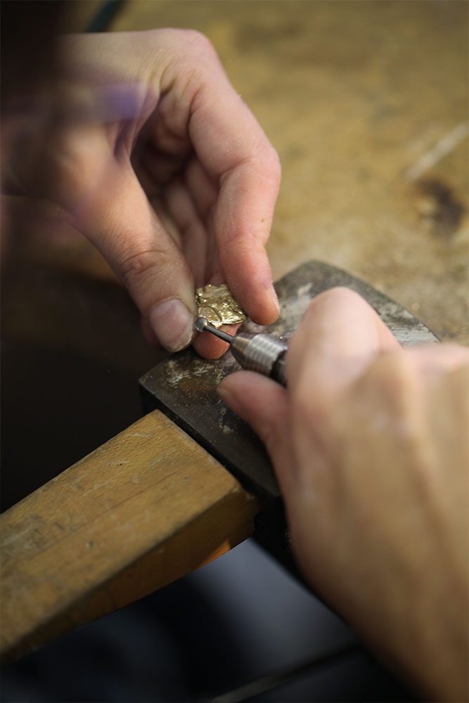 Geste de Marion Fillancq - Designer d'objets et de Bijoux d'art à Paris