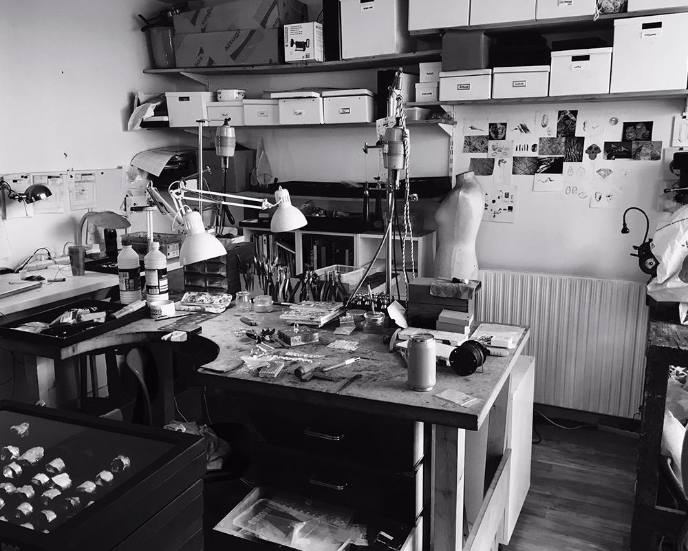 Atelier parisien de Marion Fillancq - Designer d'objets et de Bijoux d'art à Paris